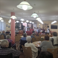 Čtvrťáci zpívali vánoční písně seniorům